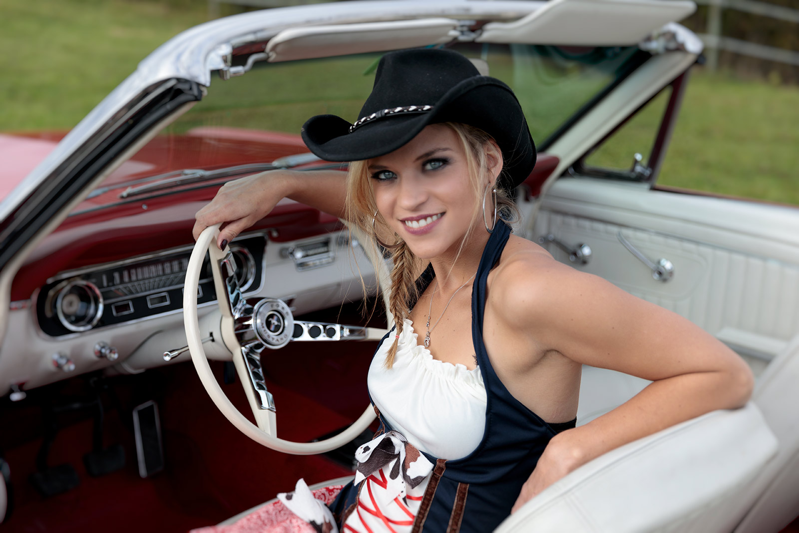 Jessy mit 65 Mustang